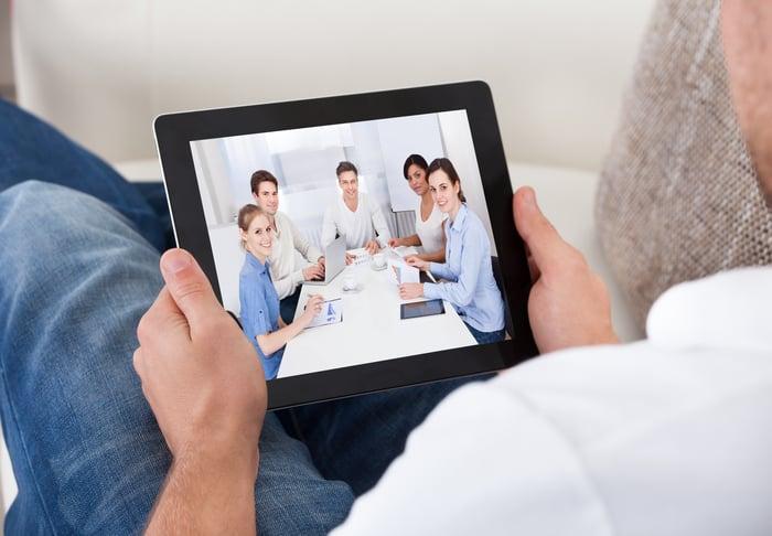Remote_Worker_Meeting_Laptop_Cisco_Webex_Calling_Cloud
